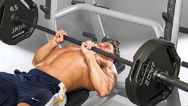 Close grip bench press workout for chest development